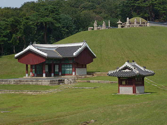 Gravtempel. Donggureung (U)