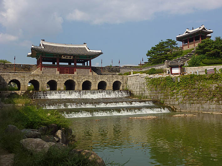 Porten Hwahongmun. Suwon (U)