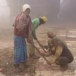 Skrapning av rost. Dhaka