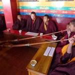 Munkar i bön. Swayambhunath