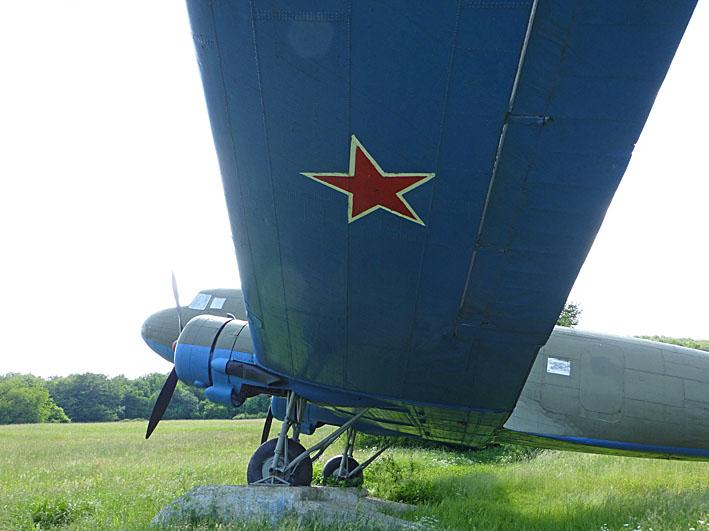 Sovjetiskt flygplan från Andra Världskriget. Duklapasset