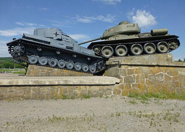 Sovjetisk och tysk pansarvagn. Udoli Smrti - Valley of Death