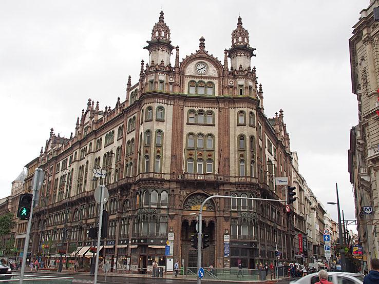 Ett av många vackra hus. Budapest (U)