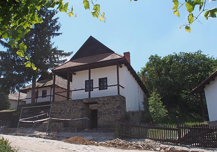 Byn Hollokö (U)