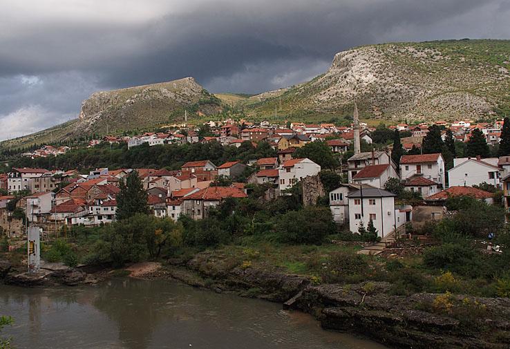 Vy från hotellet över Mostar