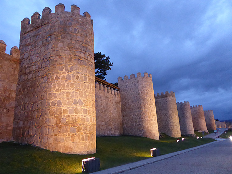 Muromgärdade gamla stadskärnor. Avila (U)