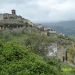 Vy över byn Marliana