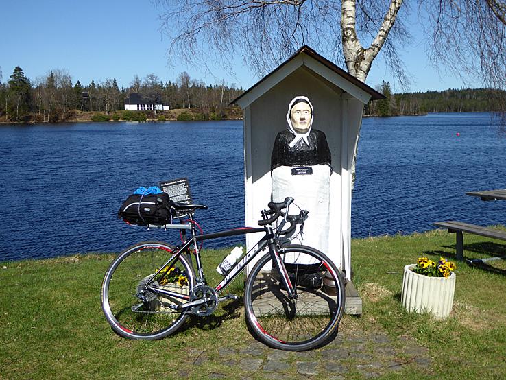 Cykla Ätradalsleden. Falköping - Falkenberg. Mor Johannas staty. Fegen