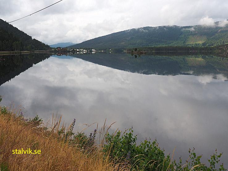 Lång bit kör man längs Byglandsfjorden. Setesdalen