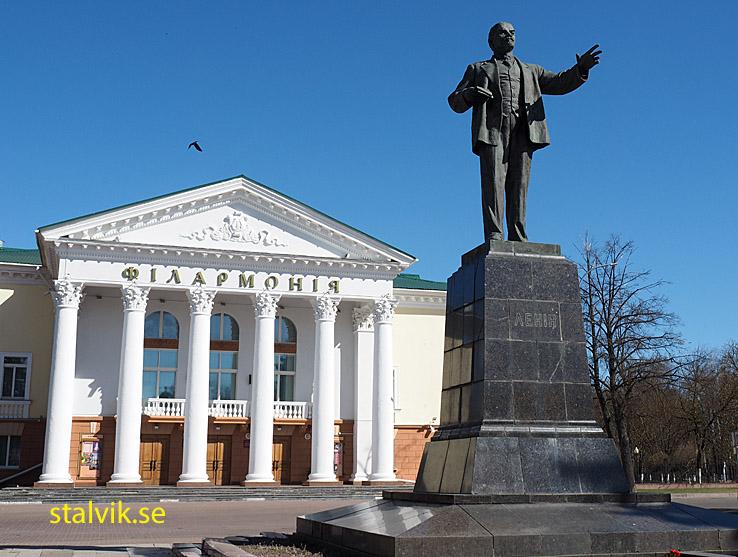 Konserthuset och Leninstatyn. . Vitebsk