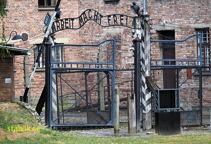 """Skylten """"Arbeit mach Frei"""". Auschwitz"""