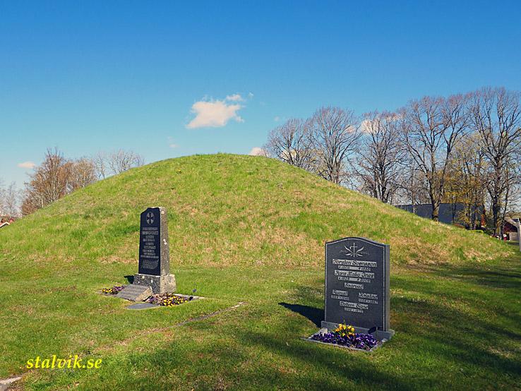 Cykla i Västergötland. Kung Ranes grav. Flistad