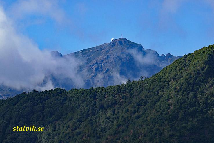 Vandring Levada do Furado. Ribeiro Frio till Portela. Vy över Pico Areeiro