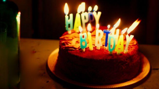 Kue ulang tahun. (Unsplash/prosha amiri)