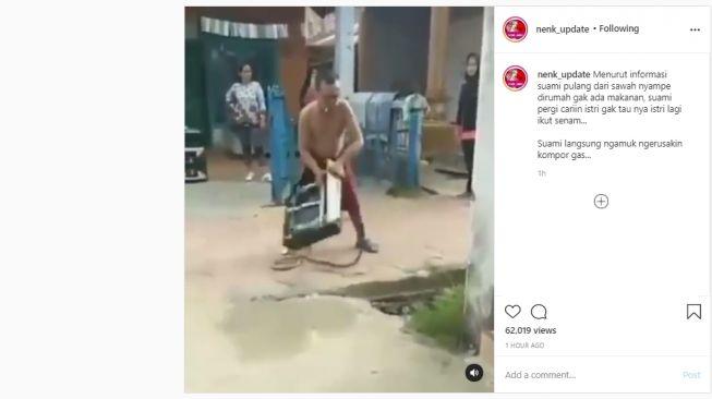 Pria marah-marah membanting kompor gas ke jalanan. (Instagram/@nenk_update)