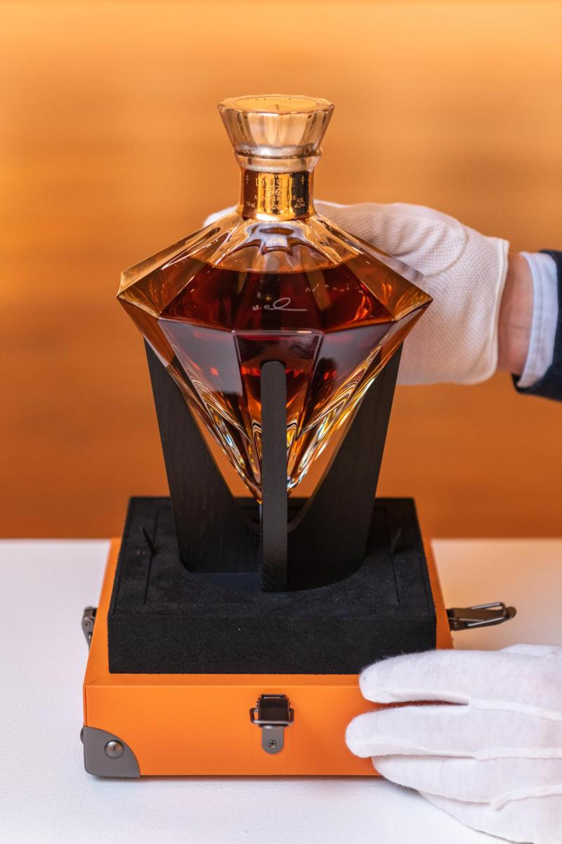 Jay-Z's anniversary cognac sold for $ 52,500 at auction in New York - World  Today News