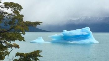 Isblock i sjön