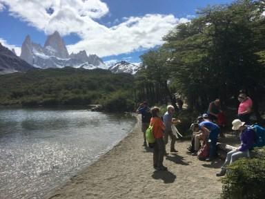 Paus vid liten sjö