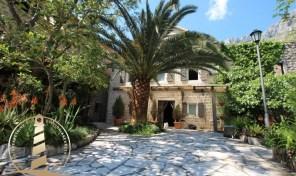 Prodaja kuca Orahovac Kotor – Kamena vila na samoj obali mora