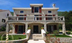 Vila na samoj obali mora luksuzno opremljena i namestena – Kotor