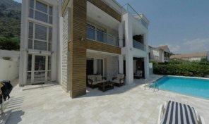 Na prodaju nova kuca sa bazenom – prvi red do mora