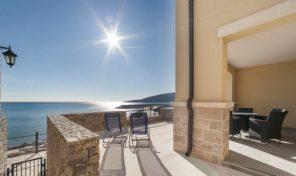 Tivat, Luštica Bay – jednosoban apartman 73m2 u prvom redu do mora, s baštom od 33m2