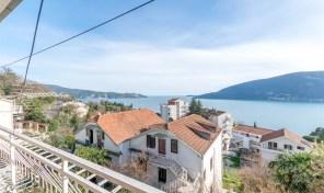 Prodaja – Porodicna kuca sa vrtom i panoramskim pogledom na more – Herceg Novi, Topla