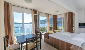 Three bedroom apartment in the first line to the sea – Djenovica, Herceg Novi