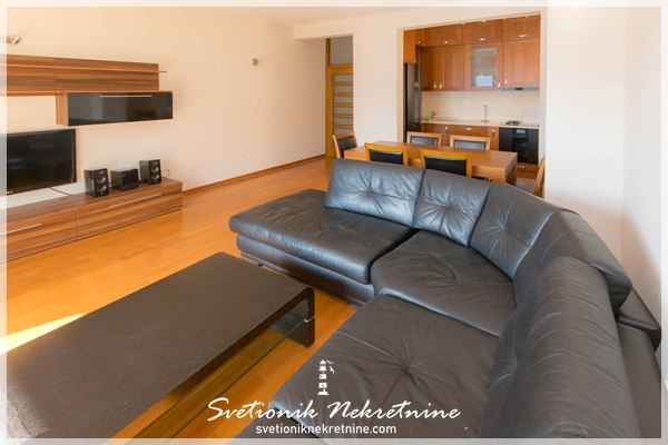 Prodaja stanova Herceg Novi Luksuzno opremljen dvosoban stan sa pogledom na more