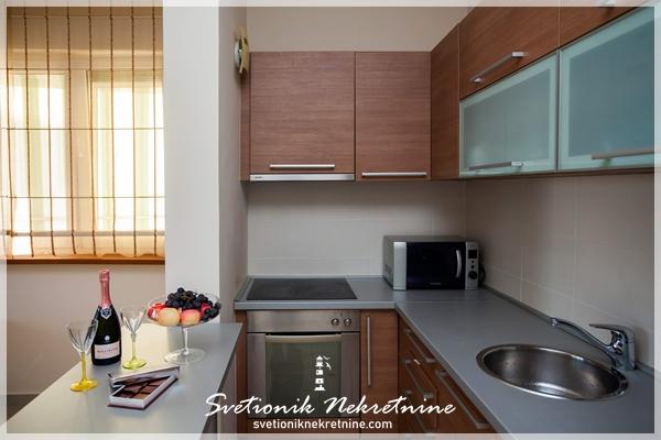Prodaja stanova Herceg Novi - Apartman u neposrednoj blizini mora, Djenovici
