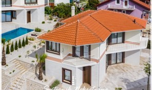 New villa with a sea view – Tivat