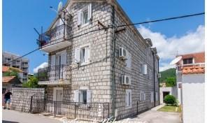 Kamena kuca sa apartmanima na obai mora – Bijela, Herceg Novi