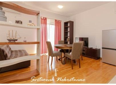 Prodaja stanova Herceg Novi - Luksuzan dvosoban stan smesten u zatvorenom luksuznom kompleksu sa bazenom, Baosici