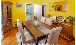Prelep dvoiposoban stan na prvom spratu manje stambene zgrade – Igalo, Herceg Novi