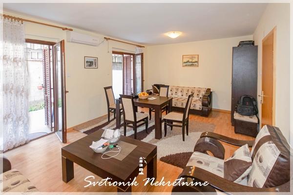 Prodaja stanova hercegnovska rivijera - Dvosoban stan u neposrednoj blizini mora, Bijela
