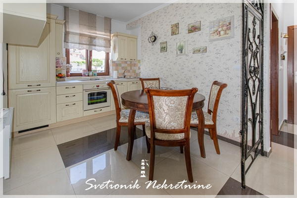 Prodaja stanova Herceg Novi - Namesten i opremljen trosoban stan blizu mora, Igalo