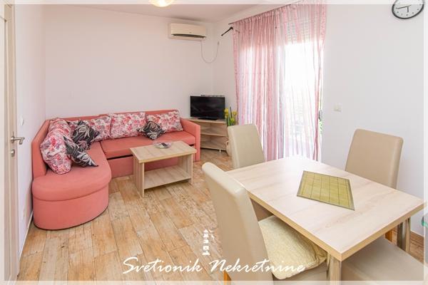 Prodaja stanova Igalo - Dvosoban stan u centru Igala, Herceg Novi