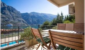 Stan sa pogledom na more i sa bazenom – Muo, Kotor