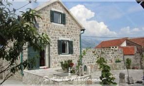 Renovirana kamena kuca sa pogledom na more – Djurasevici, Tivat