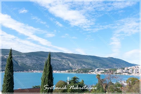 Prodaja stanova Herceg Novi - Trosoban dupleks stan sa pogledom na more u srcu Herceg Novog
