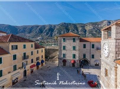 Prodaja stanova Kotor, stari grad – Trosoban stan u srcu starog grada
