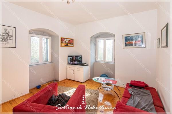 Prodaja stanova Herceg Novi - Jedinstven dupleks stan sa pogledom na more smesten na obodu starog grada u srcu Herceg Novog