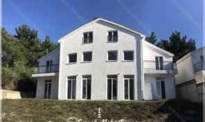 Dvojna kuca u naselju Kavac – Kotor