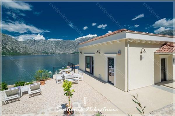 Nova vila na 40m od mora sa bazenom - Kotor, Stoliv