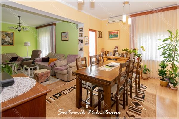 Prodaja kuca Herceg Novi - Porodicna kuca sa dvoristem, Gornja Savina