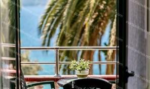 Dvosoban stan sa prelepim pogledom na samoj obali mora, Skver – Herceg Novi