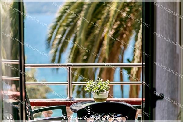 Prodaja stanova Herceg Novi - Dvosoban stan sa prelepim pogledom na samoj obali mora, Skver