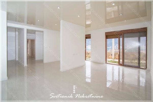 Prodaja stanova Kotor - Dvosoban stan sa pogledom na more u novogradnji, Dobrota