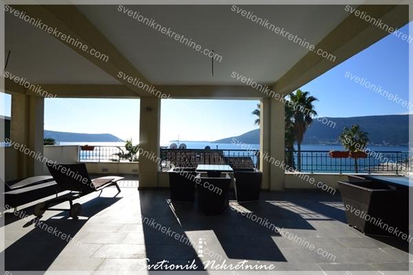 Prodaja stanova Herceg Novi - Komforan dvosoban stan sa pogledom smesten u luksuznom kompleksu Energoprojekt na obali mora, Savina
