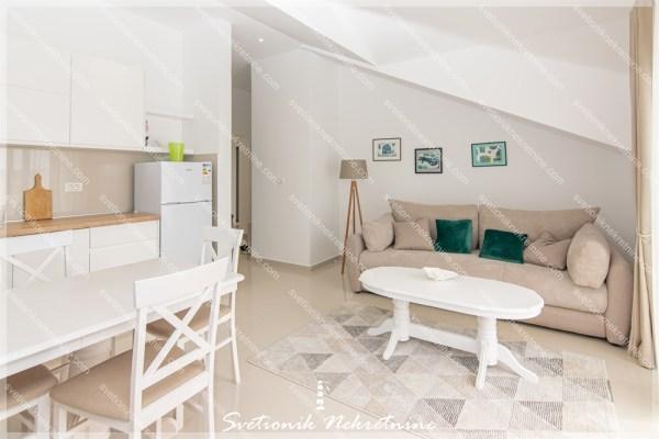 Dugorocno izdavanje stanova - Trosoban stan sa pogledom na more, Savina